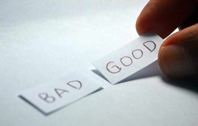 Karteczki z napisami dobry i zły