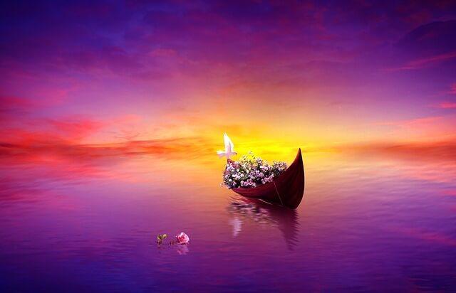 Łódka wypełniona różami na fioletowym morzu