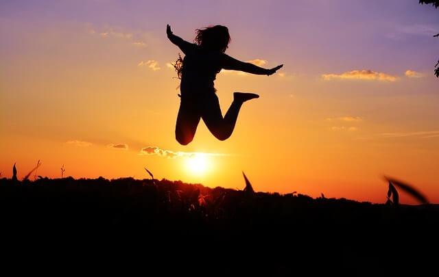 Skacząca kobieta