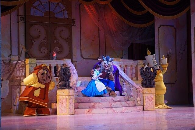 piękna i bestia na scenie