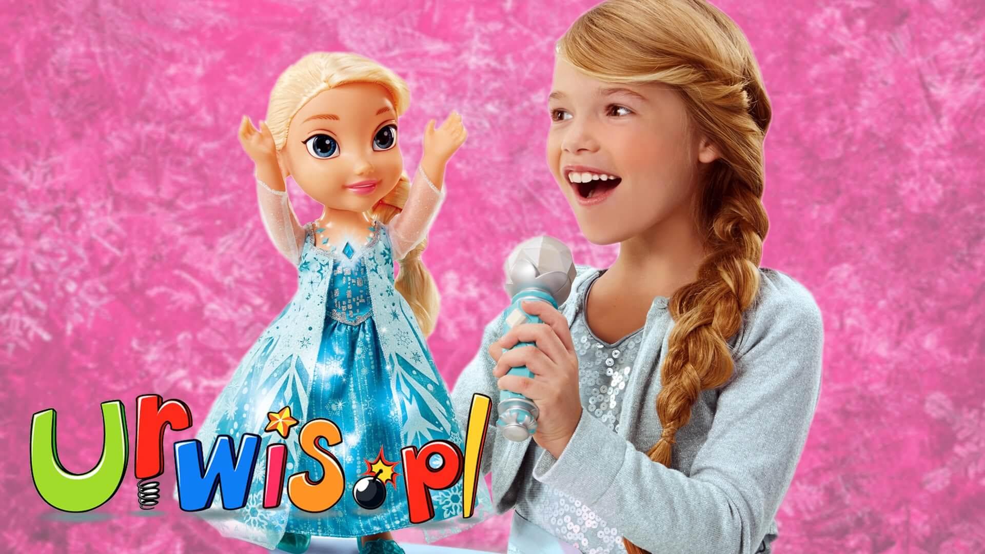 Dziewczynka z mikrofonem i lalką Elsą