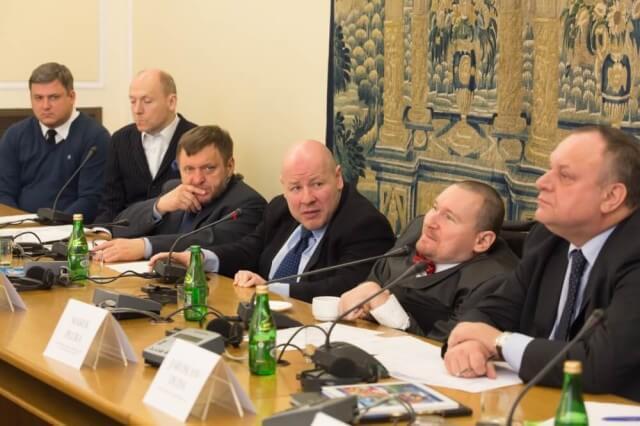Marek Plura wśród innych polityków