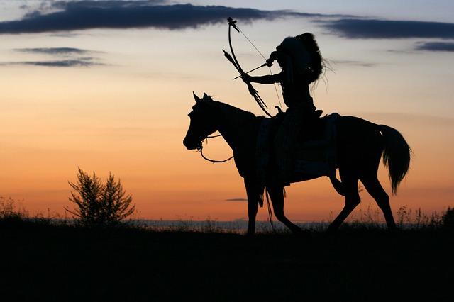 Dziki zachód Indianin na koniu