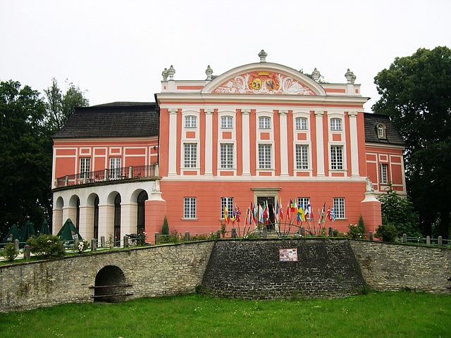 Zamek w Kurozwękach w świętokrzyskim